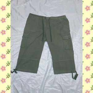 3/$30 Womens INC Capri cargo pants size 18w